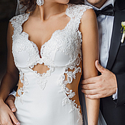 Свадебный салон ручной работы. Ярмарка Мастеров - ручная работа Облегающее свадебное платье со шлейфом и оригинальной спиной. Handmade.