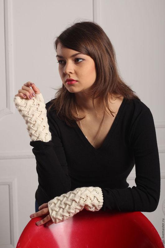 Варежки, митенки, перчатки ручной работы. Ярмарка Мастеров - ручная работа. Купить Белые теплые митенки. Handmade. Белый