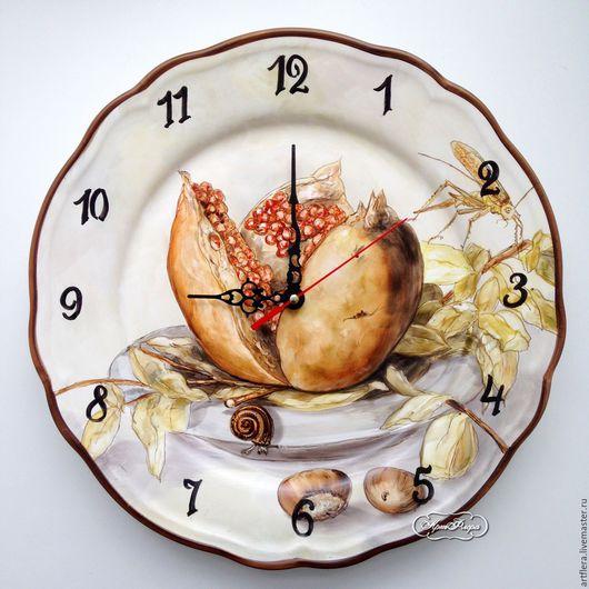 Часы для дома ручной работы. Ярмарка Мастеров - ручная работа. Купить Роспись фарфора Часы Гранат и кузнечик. Handmade. Часы
