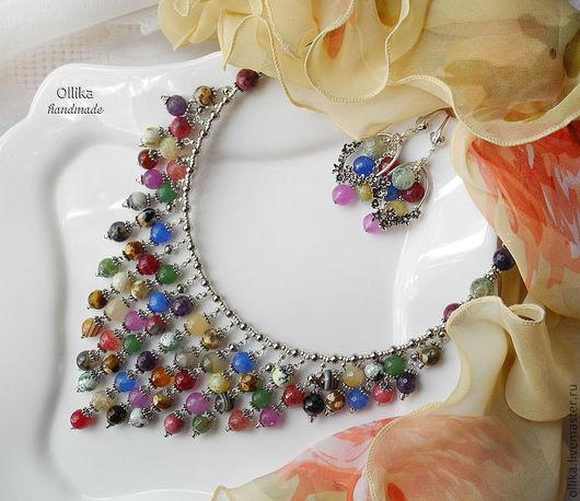Фото Биб Колье Приворотное Зелье самоцветы разноцветные, серебро, серьги в подарок