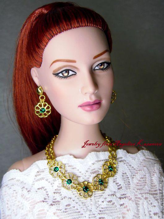 Комплект украшений `QUEEN` для кукол 16` Первый вариант со вставками изумрудного цвета. Автор Ангелина КАЗАНОВА