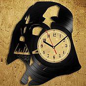 """Часы из виниловых пластинок ручной работы. Ярмарка Мастеров - ручная работа Часы из виниловой пластинки """"Darth Vader"""". Handmade."""