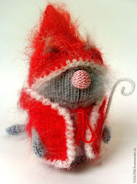 Миниатюра ручной работы. Ярмарка Мастеров - ручная работа. Купить Кот-ДедМороз новогодний сувенир игрушка кот вязаный. Handmade.
