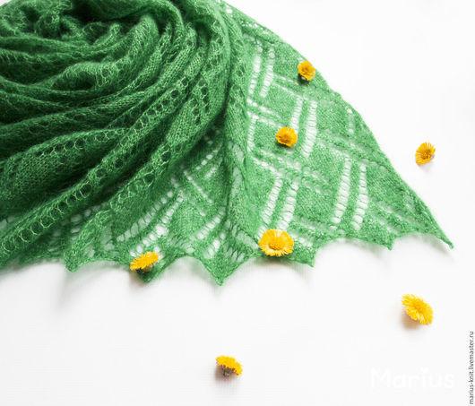 Шали, палантины ручной работы. Ярмарка Мастеров - ручная работа. Купить Ажурный вязаный шарф палантин Майская зелень из кидмохер и шелка. Handmade.