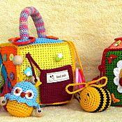 Куклы и игрушки ручной работы. Ярмарка Мастеров - ручная работа Вязанный развивающий кубик для малышей. Handmade.