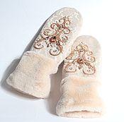 """Варежки ручной работы. Ярмарка Мастеров - ручная работа Варежки с вышивкой """"Снегурочка"""" персик. Handmade."""