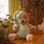 Мягкие игрушки ручной работы. Ярмарка Мастеров - ручная работа Сонный вязаный мишка в пижамке. Handmade.