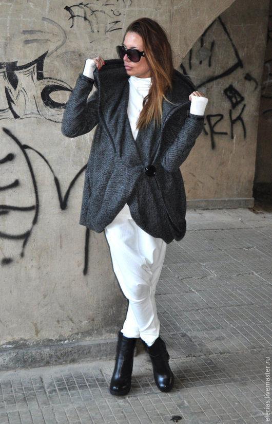 Шерстяное пальто. Пальто с капюшоном. Пальто с карманами. Шикарное пальто.