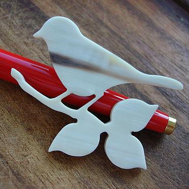"""Украшения ручной работы. Ярмарка Мастеров - ручная работа Брошь """"Птичка на ветке"""", кость натуральная. Handmade."""