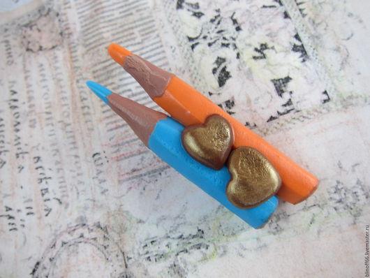 Броши ручной работы. Ярмарка Мастеров - ручная работа. Купить Брошь Цветные карандаши два сердца. Handmade. Брошь карандаши