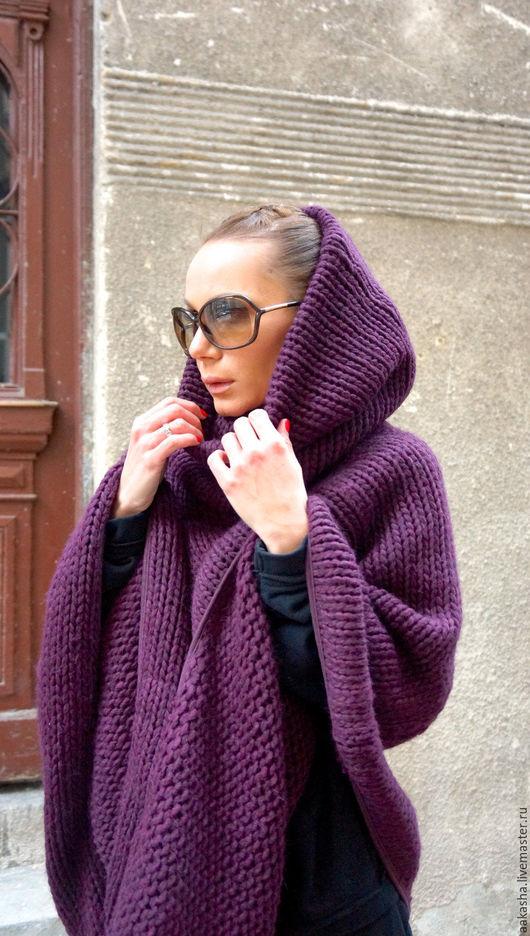 Фиолетовое пончо. Вязаное пончо из шерсти крупной вязки. Теплое пончо из шерсти. Теплый вязаный кардиган шерстяной. Теплая накидка из шерсти.