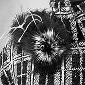 Украшения ручной работы. Ярмарка Мастеров - ручная работа Брошь из меха и перьев Ч.Б. (Отложено). Handmade.