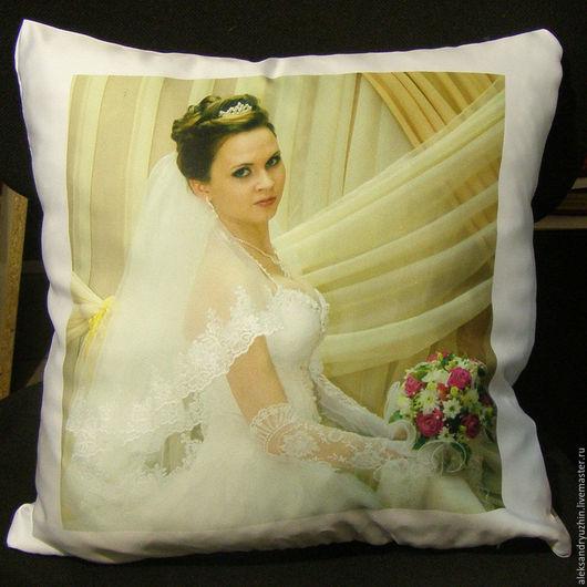 Персональные подарки ручной работы. Ярмарка Мастеров - ручная работа. Купить Дизайнерская подушка с вашим фото белая 30-30 см. Handmade.