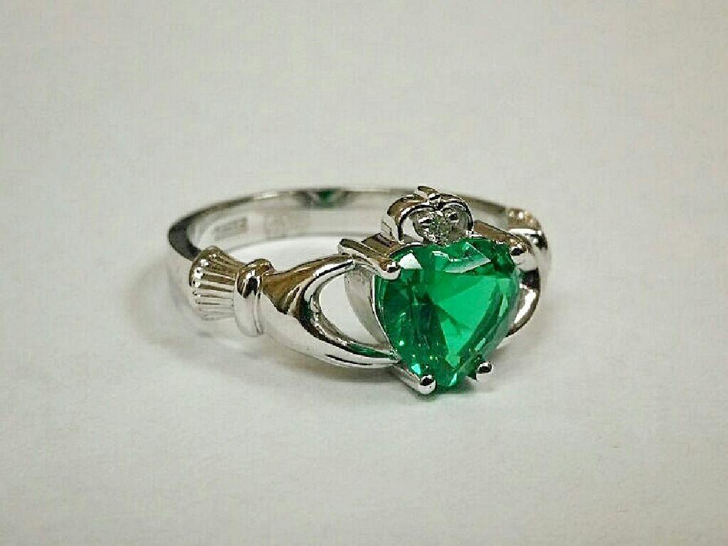 Обручальные кольца с изумрудом