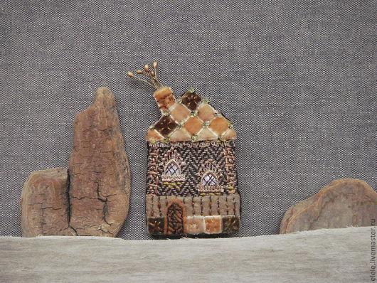 Броши ручной работы. Ярмарка Мастеров - ручная работа. Купить Брошь текстильная Домик с мозаичной крышей. Handmade. Домик, твид