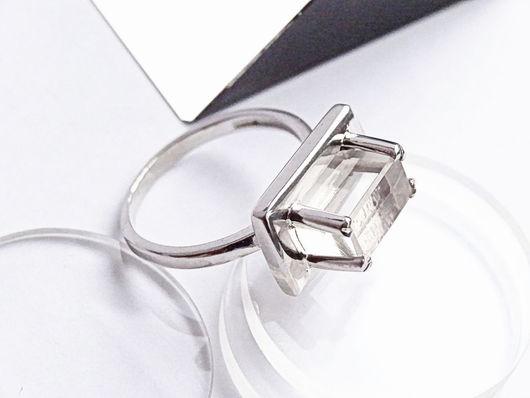 Кольца ручной работы. Ярмарка Мастеров - ручная работа. Купить Минималистичное серебряное кольцо с хрусталем. Handmade. Оригинальное кольцо, геометрия