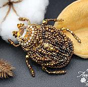Украшения ручной работы. Ярмарка Мастеров - ручная работа Майский жук золотой - брошь из бисера и кристаллов. Handmade.