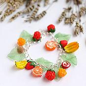 Браслет из бусин ручной работы. Ярмарка Мастеров - ручная работа Браслет ягодно-фруктовый. Handmade.