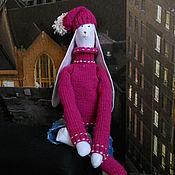 Куклы и игрушки ручной работы. Ярмарка Мастеров - ручная работа Тильда Заяц Большой в свитере и шапке. Handmade.
