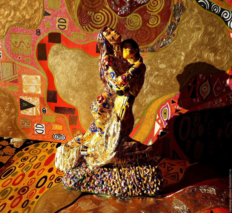 La estatuilla de los enamorados. Gustav Klimt El Beso. Arte-objeto ...