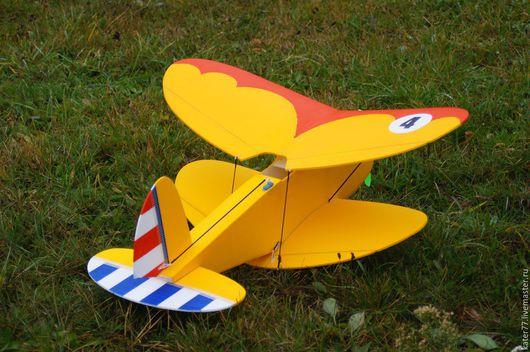 Учебно-тренировочный биплан для полетов на ограниченных площадках.