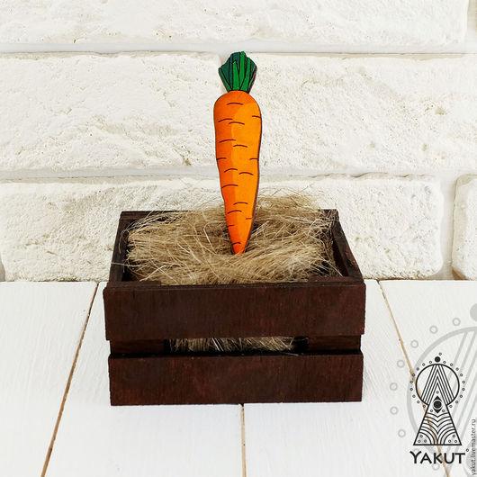 Броши ручной работы. Ярмарка Мастеров - ручная работа. Купить Деревянный значок Морковка / деревянная брошь. Handmade. Брошь
