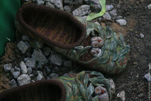 """Обувь ручной работы. Ярмарка Мастеров - ручная работа. Купить Валяные тапочки-сказка """"...когда просыпаются совы..."""". Handmade."""