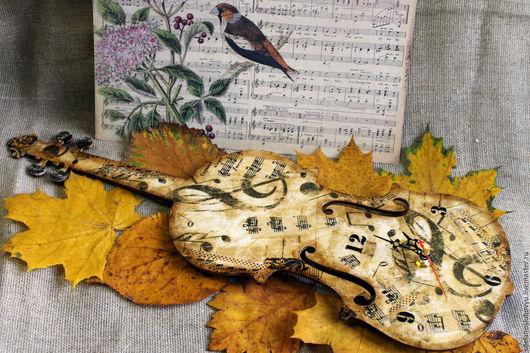 """Часы для дома ручной работы. Ярмарка Мастеров - ручная работа. Купить Часы скрипка """"Осенний вальс"""" декупаж. Handmade. Коричневый"""