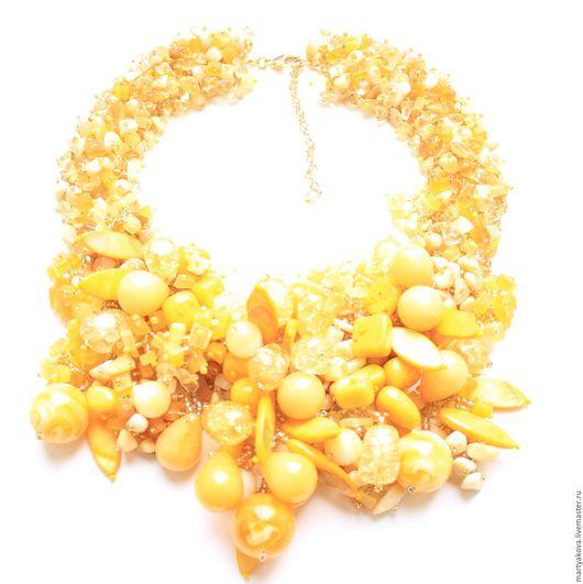Эффектное украшение на шею из натуральных камней модного цвета – желтое колье.
