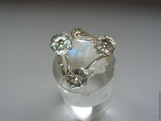 Кольца ручной работы. Ярмарка Мастеров - ручная работа. Купить Кольцо с лунным камнем адуляром из серебра. Handmade. Белый
