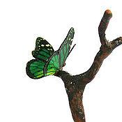 Куклы и игрушки ручной работы. Ярмарка Мастеров - ручная работа Бабочка на веточке зелёная кукольная миниатюра. Handmade.