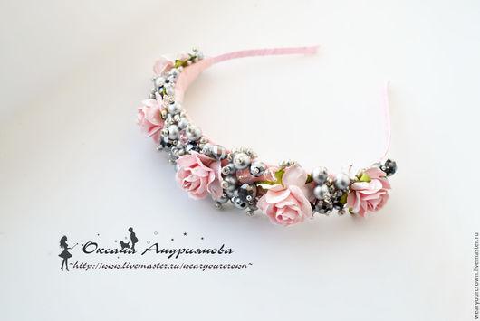 Ободок с цветами и бусинами. Розы в серебре. Ободок для принцессы.  Ободок с камнями, бисером.