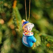 Елочные игрушки ручной работы. Ярмарка Мастеров - ручная работа Мышонок в голубой рукавичке Игрушка на елку. Handmade.