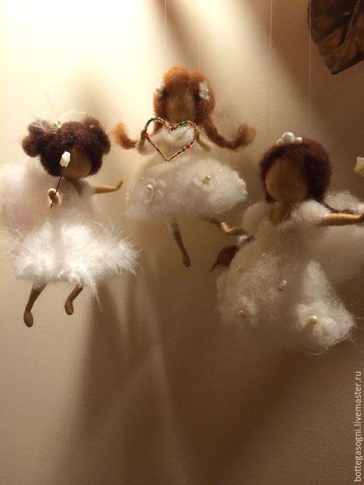 """Вальдорфская игрушка ручной работы. Ярмарка Мастеров - ручная работа. Купить Валяние """" Три ангела"""". Handmade. Белый"""