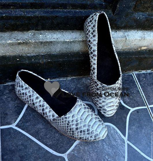 Обувь ручной работы. Ярмарка Мастеров - ручная работа. Купить Макасины (обувь) лоферы из натуральной кожи питона. Handmade. Серебряный