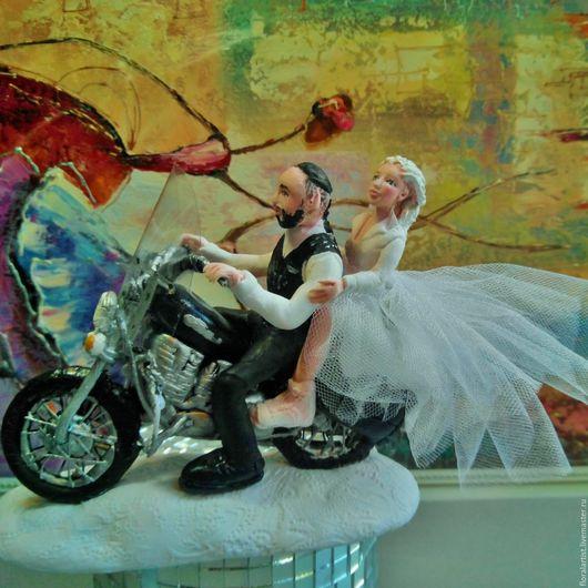 """Свадебные аксессуары ручной работы. Ярмарка Мастеров - ручная работа. Купить фигурки на свадебный торт """" Молодожены на мотоцикле"""". Handmade."""
