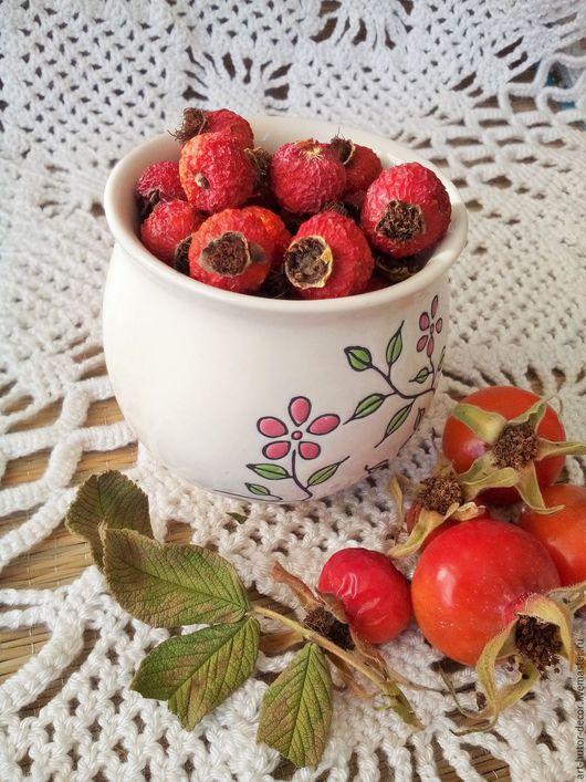 Ягоды шиповника могут быть использованы как душистая добавка в чаи, для травяных сборов, для ароматических саше и травяных ванн, для изготовления натуральной косметики, в качестве природного декора