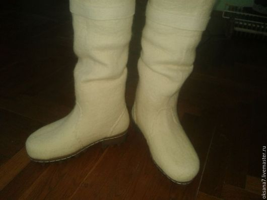 Обувь ручной работы. Ярмарка Мастеров - ручная работа. Купить Ботфорты женские валяные .. Handmade. Белый, валяная обувь
