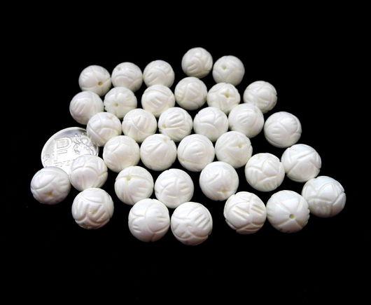 Для украшений ручной работы. Ярмарка Мастеров - ручная работа. Купить Коралл 34 бусины набор белый резной 12 мм. Handmade.