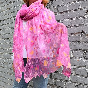 Аксессуары ручной работы. Ярмарка Мастеров - ручная работа Ярко розовый шарф на шелковой основе шерстяной рисунок гроздь виноград. Handmade.