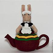 """Куклы и игрушки ручной работы. Ярмарка Мастеров - ручная работа интерьерная вязаная игрушка""""Мышка-официантка в чайнике"""". Handmade."""
