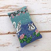 Сумки и аксессуары handmade. Livemaster - original item Eyeglass case made of beads Swans under sakura. Handmade.