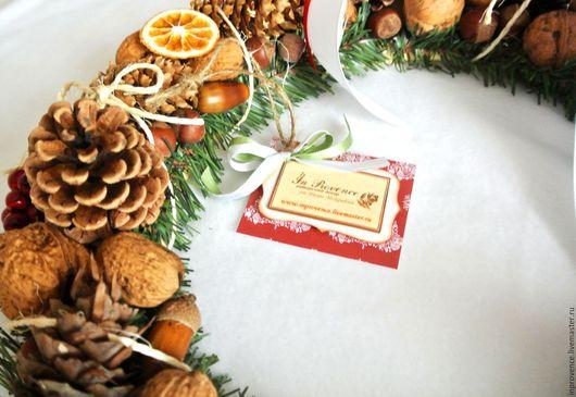 Новогодний венок ручной работы. Новогодний декор. Венок из шишек и орехов.