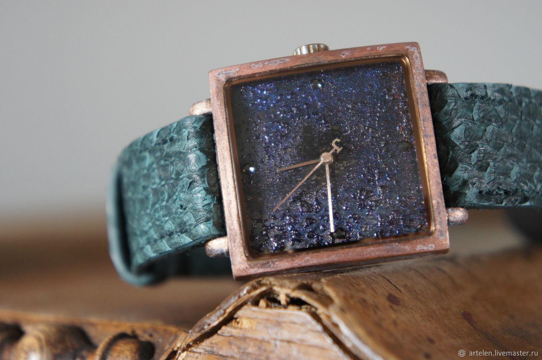 Часы женские. Космос. Часы винтаж. Кварцевые часы. Зеленый. Морская волна. Сваровски. Натуральная кожа. Кожа рыбы. Экзотическая кожа. Часы.
