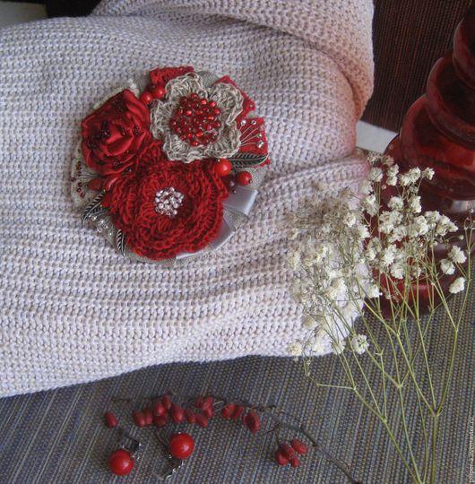 Пилипер Алена. Текстильно-вязаная брошь `Зачарованная`