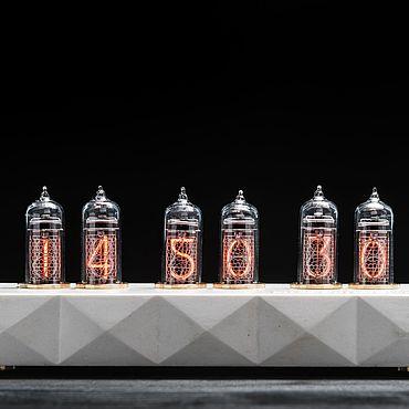 Для дома и интерьера ручной работы. Ярмарка Мастеров - ручная работа Ламповые часы Сатурн-Б  цветные (белый). Handmade.
