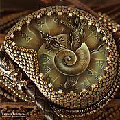 """Украшения ручной работы. Ярмарка Мастеров - ручная работа Кулон с росписью """"Измеритель времен-3""""(улитка, часы,лаковая миниатюра). Handmade."""