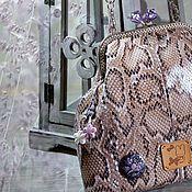 Сумки и аксессуары ручной работы. Ярмарка Мастеров - ручная работа Камея &..лилОвый расцвет) сумка сиреневый бежевый питон купить подарок. Handmade.