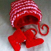 Комплект из шарфа и шапки ручной работы. Ярмарка Мастеров - ручная работа Комплект для новорождённого шапка + пинетки .. Handmade.
