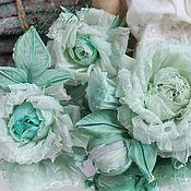 Брошь-булавка ручной работы. Ярмарка Мастеров - ручная работа Брошь-букетик «Мятные розочки». Цветы из ткани. Handmade.